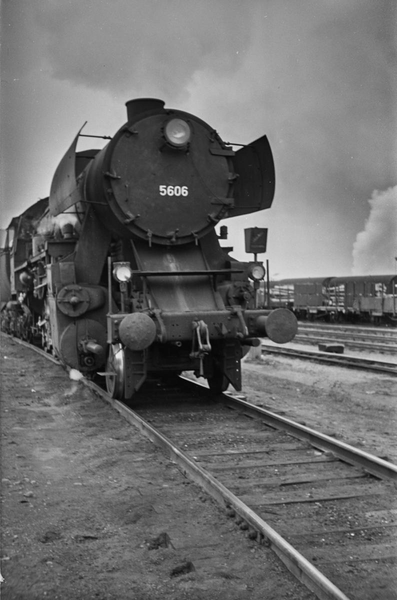 Damplokomotiv type 63a nr. 5606 på Trondheim stasjon.