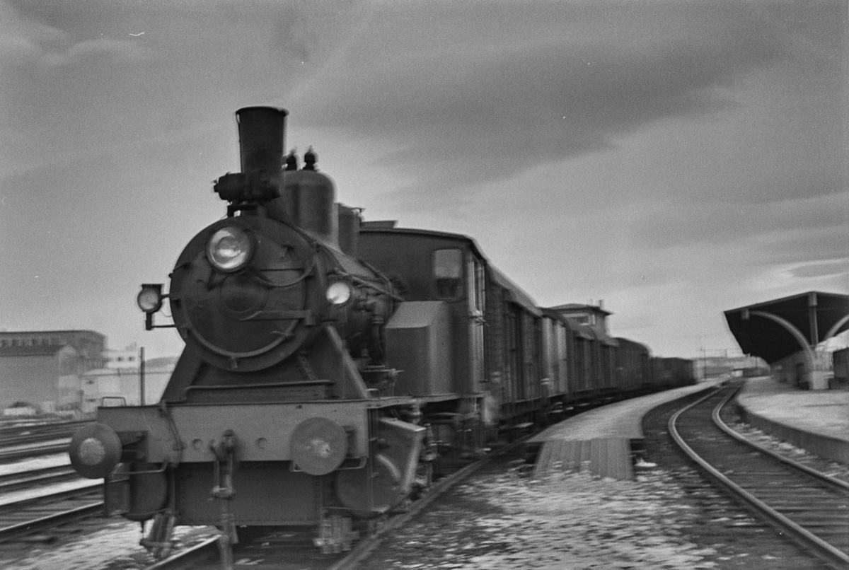 Damplokomotiv type 25a nr. 261 i skiftetjeneste på Trondheim stasjon.