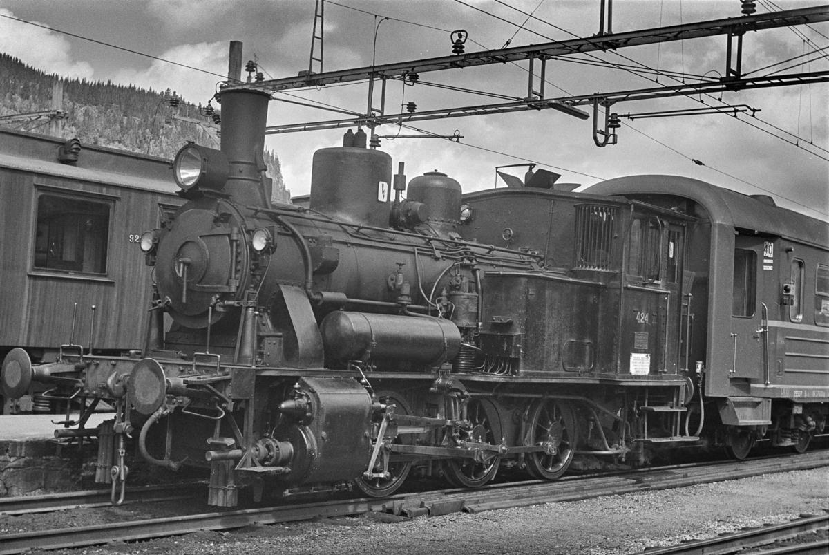 Damplokomotiv type 25d nr. 424 i skiftetjeneste i Bergen.