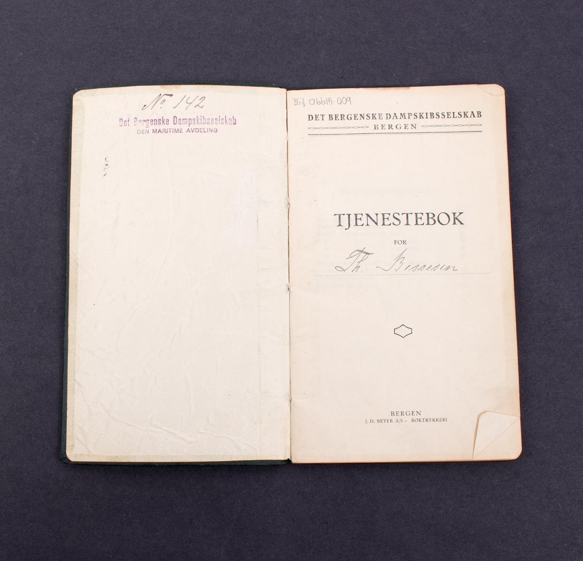 Tjenestebok tilhørende Theodor Leif Bessesen ansatt i Det Bergenske Dampskibsselskab 1. mars 1922
