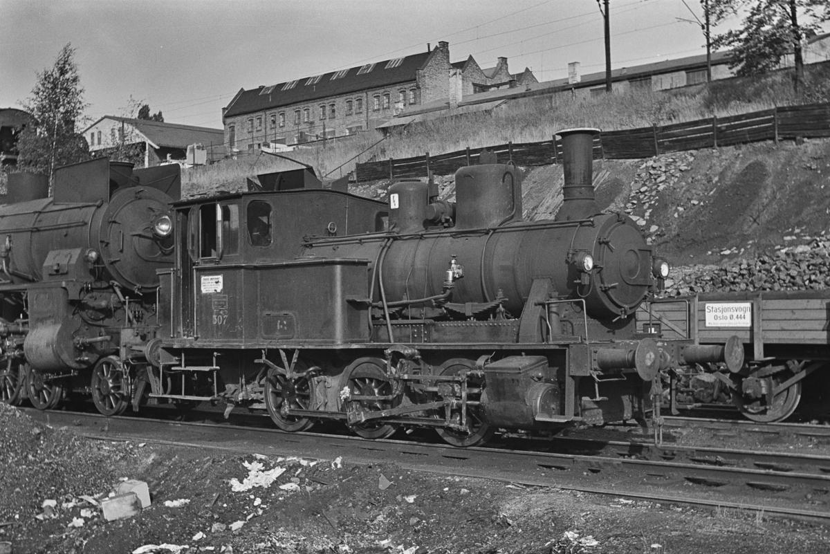 Damplokomotiv type 25a nr. 307 hensatt i Lodalen i Oslo. Lokomotivet ble satt i drift igjen og overført til Kristiansand.