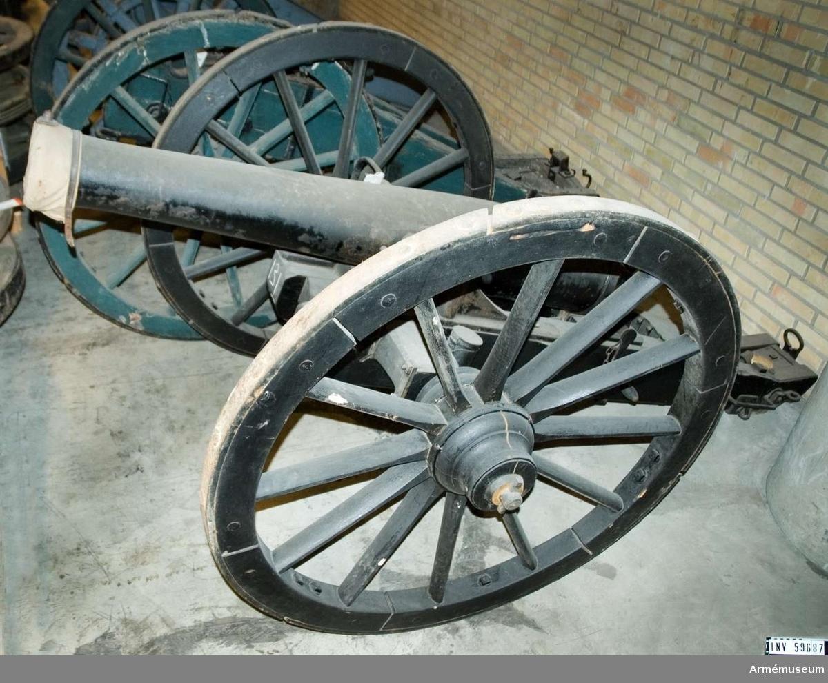 Grupp F I. Kanonen och dess tillbehörs omfattning: se AM 59687. Gåva enligt Generalfälttygmästarexpeditionens skr 11/11 1889, dnr 816.