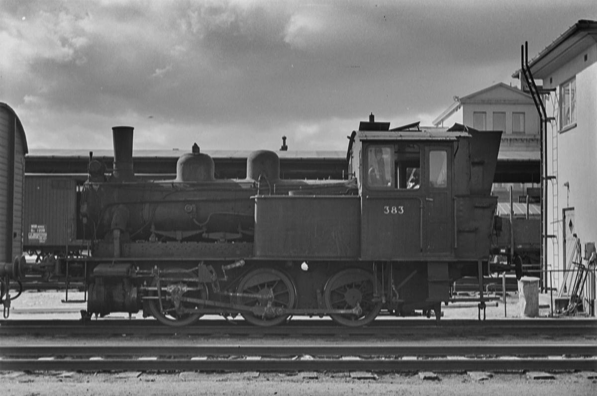 Damplokomotiv type 25c nr. 383 i skiftetjeneste på Trondheim stasjon.