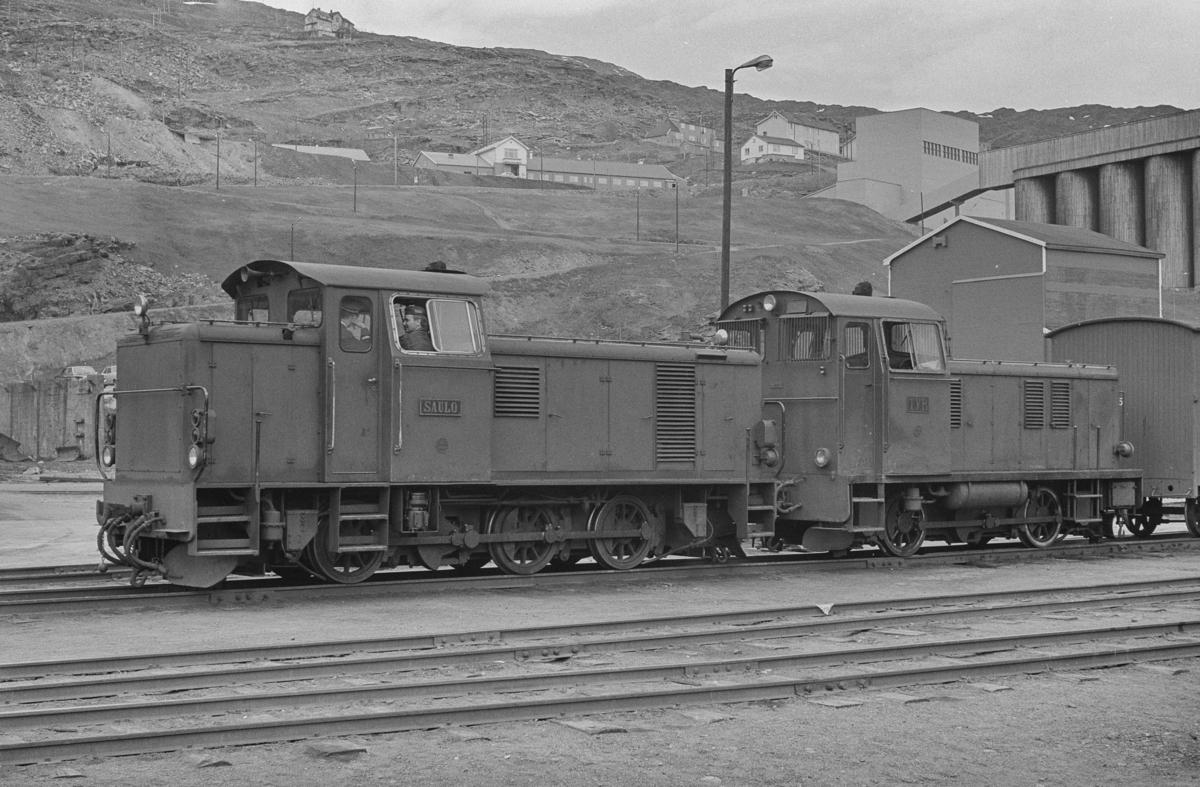 Sulitjelmabanens diesellokomotiver SAULO og TYR på Lomi.