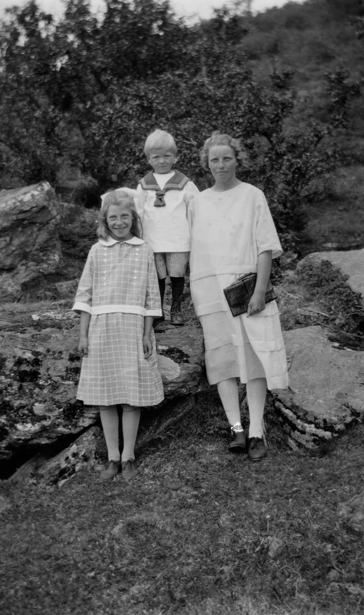 Kvinne med to barn.