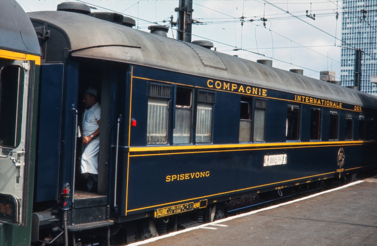 Spisevogn 4249 tilhørende Compagnie Internationale des Wagon-Lits. Vognen er feilmerket Spisevong