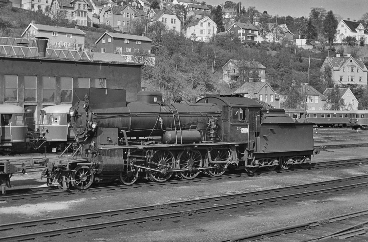 Damplokomotiv type 30b nr. 350 ved verkstedet Marienborg i Trondheim.