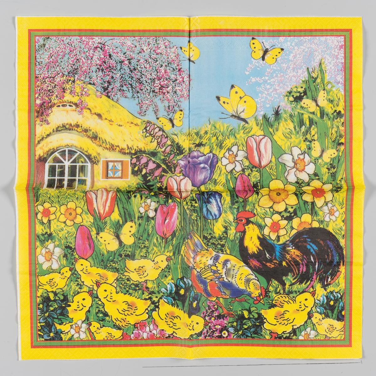 en hane og en hønse sammen med en flokk kyllinger i en hage med påskeliljer, pinseliljer, tulipaner, stemorsblomst og andre vårblomster. I bakgrunnen et hus med stråtak, fruktreer i blomst og gule sommerfugler på en lysblå himmel. Røde, grønne og gule kantstriper