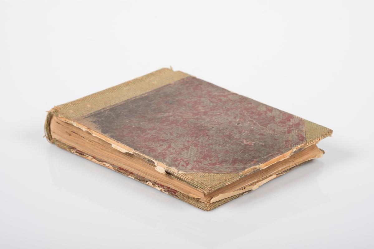 Minnebok med tegnede portretter av fanger. Akvareller og tegninger av brakkeliv, gårder og naturomgivelser rundt Grini. Skriftlige hilsner fra fanger. Bakerst i boken er det satt inn ruteark med lister over fanger med nummer og navn. Sangtekster.