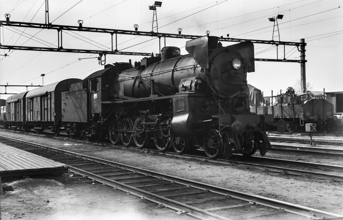 Godstog til Bergen, tog 5505B, på Grefsen stasjon. Toget trekkes av damplokomotiv type 31b nr. 418.