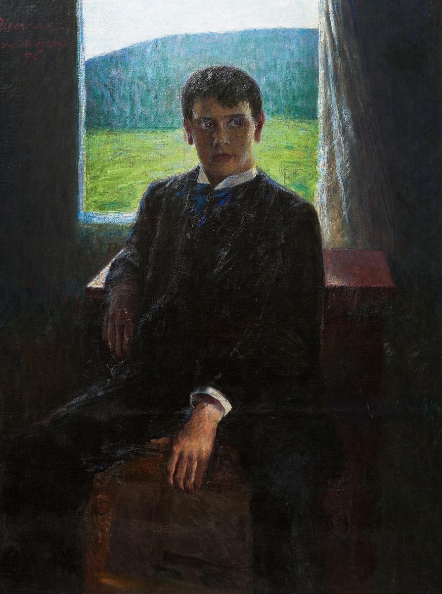 Portrett av ung mann sittende foran vindu