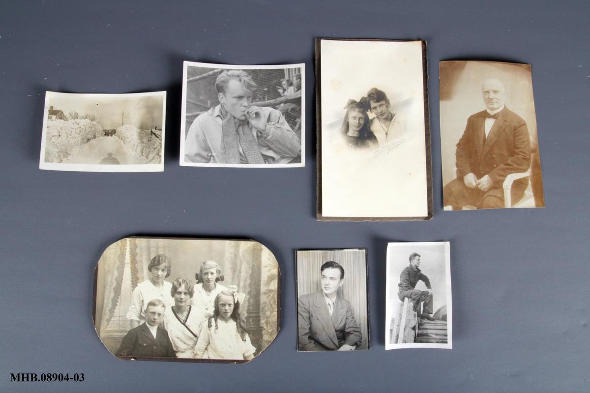 7 fotografier (s/h). Portretter og familiebilder.