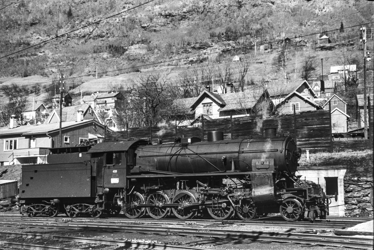 Damplokomotiv type 31b nr. 419 på Voss stasjon.