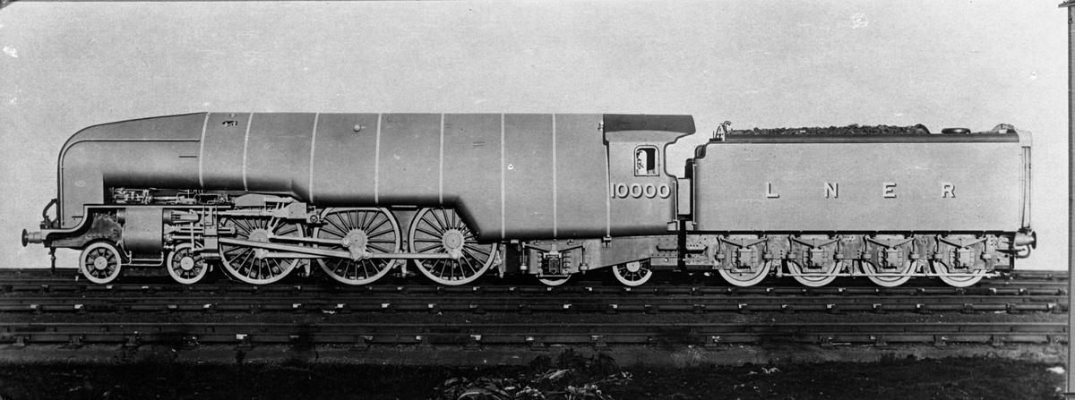 (The London and North Eastern Railway ) LNER lok 10000