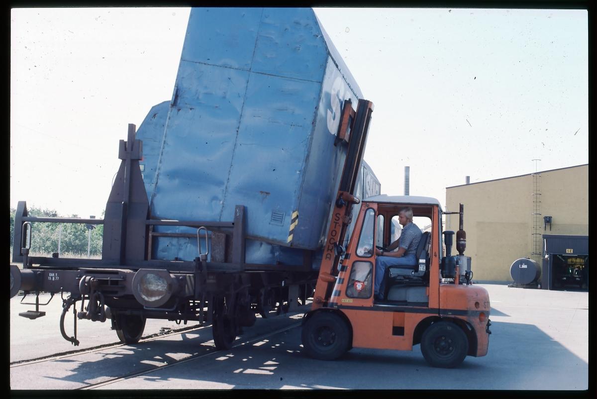 SAAB-containrar på godsvagn.