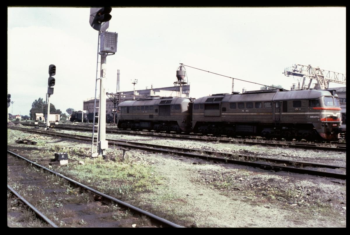 Diesellok 2М62 med bälg.