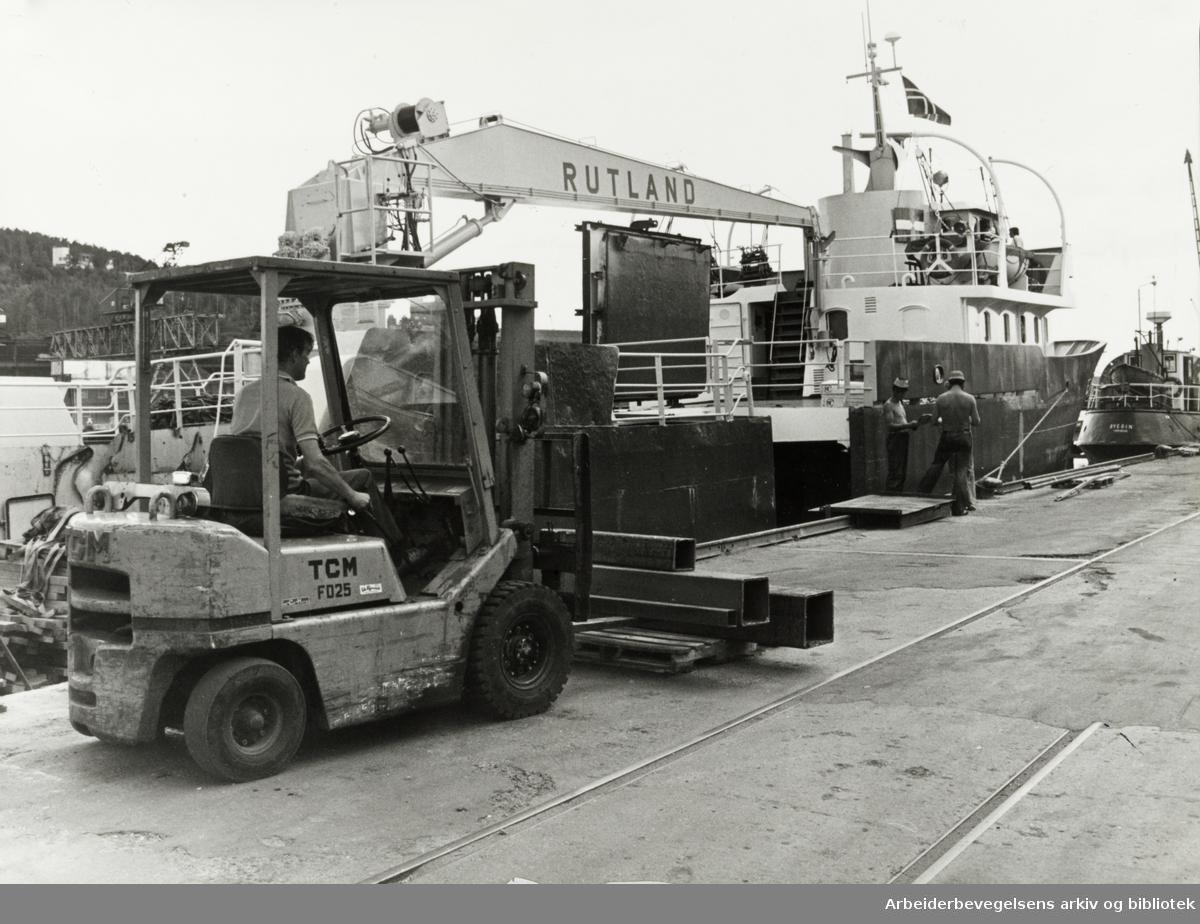 Oslo: Havna. Lasting og lossing. Juli 1977