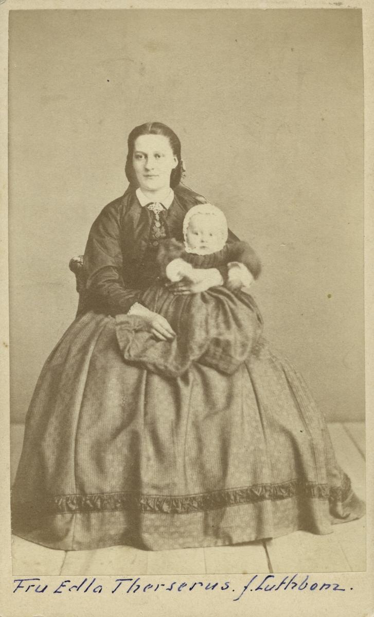 Fru Edla Therserus f. Luthbom.