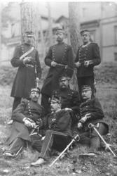 Rekrytkommenderingen 1885 . Stående:  Lundberg, Stiernstedt,