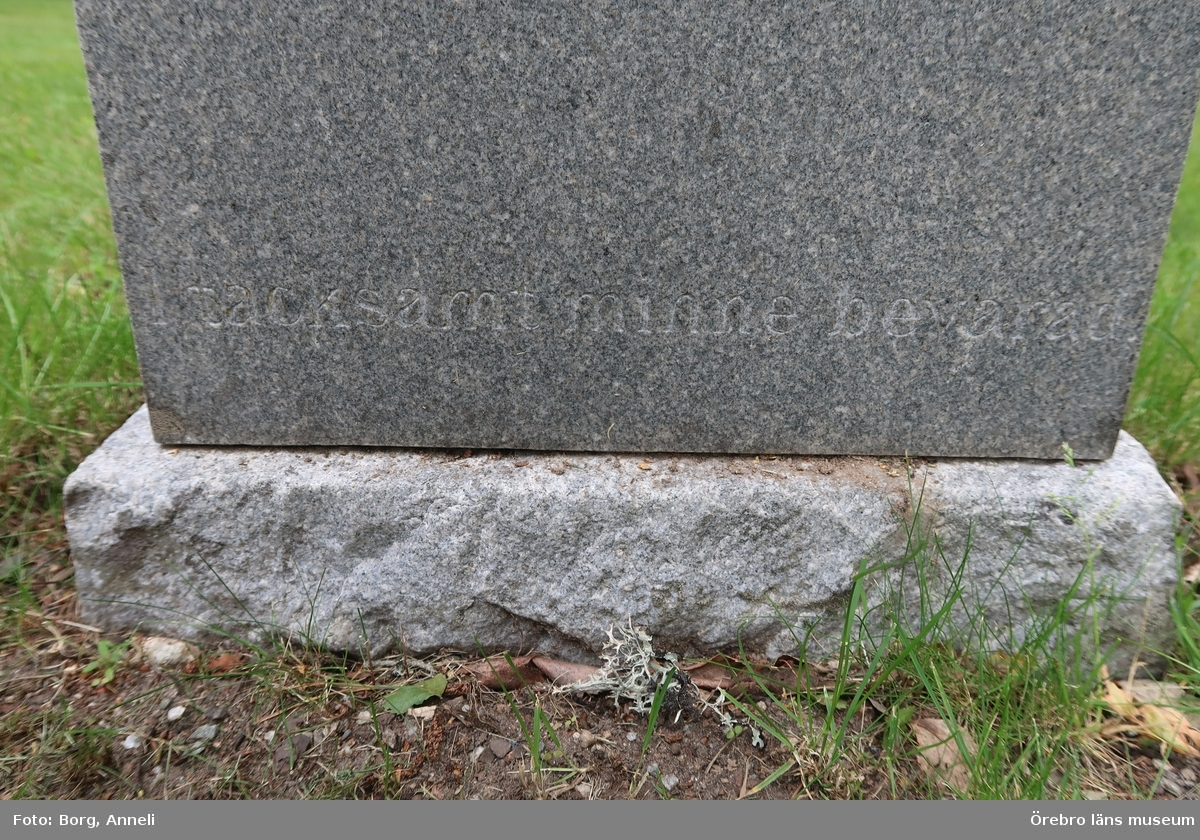 Fotoprotokoll  Acc. Nr. OLM-2019-402_1-45 Örebro läns museums diarienummer: 2016.230.125 Fotograf: Anneli Borg  Objekt: Ramsbergs nya kyrkogård Kommun: Lindesbergs kommun Län: Örebro År: 2019  Motiv:  1-45Ramsbergs nya kyrkogård, gravvårdar
