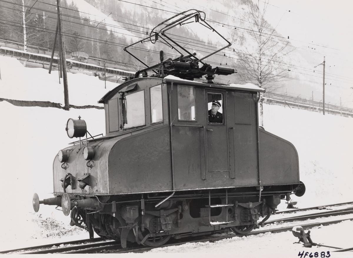 Norsk Hydros elektriske lokomotiv nr. 4 eller 5 på Rjukan stasjon