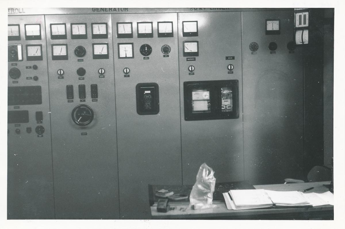 Kontrollpanel i en av kraftstasjonene på Kistefoss.