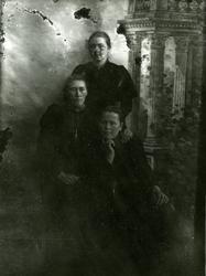 Tre ukjente kvinner
