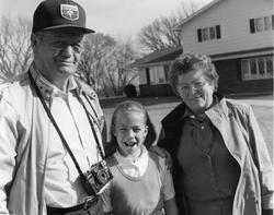 Hallo Folldal sier Elmer Larsen med kone og barnebarn?