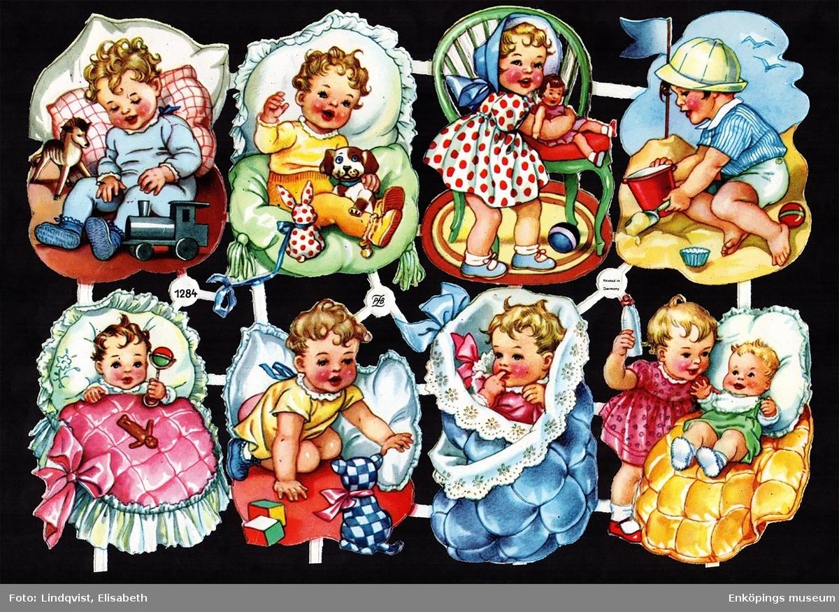 """Två bokmärken från det tyska förlaget Paul B. Zoecke, även kallat """"PZB"""". PZB var verksamma mellan åren 1951 - 1985.  Bokmärkena kommer från karta PZB 1284.  Konstnär/tecknare: Okänd. Motiv: Barn. (Bild nummer två visar karta PZB 1284 som bokmärkena kommer ifrån. Kartan är ett privat foto lånat av Elisabeth Lindqvist, Enköping)"""