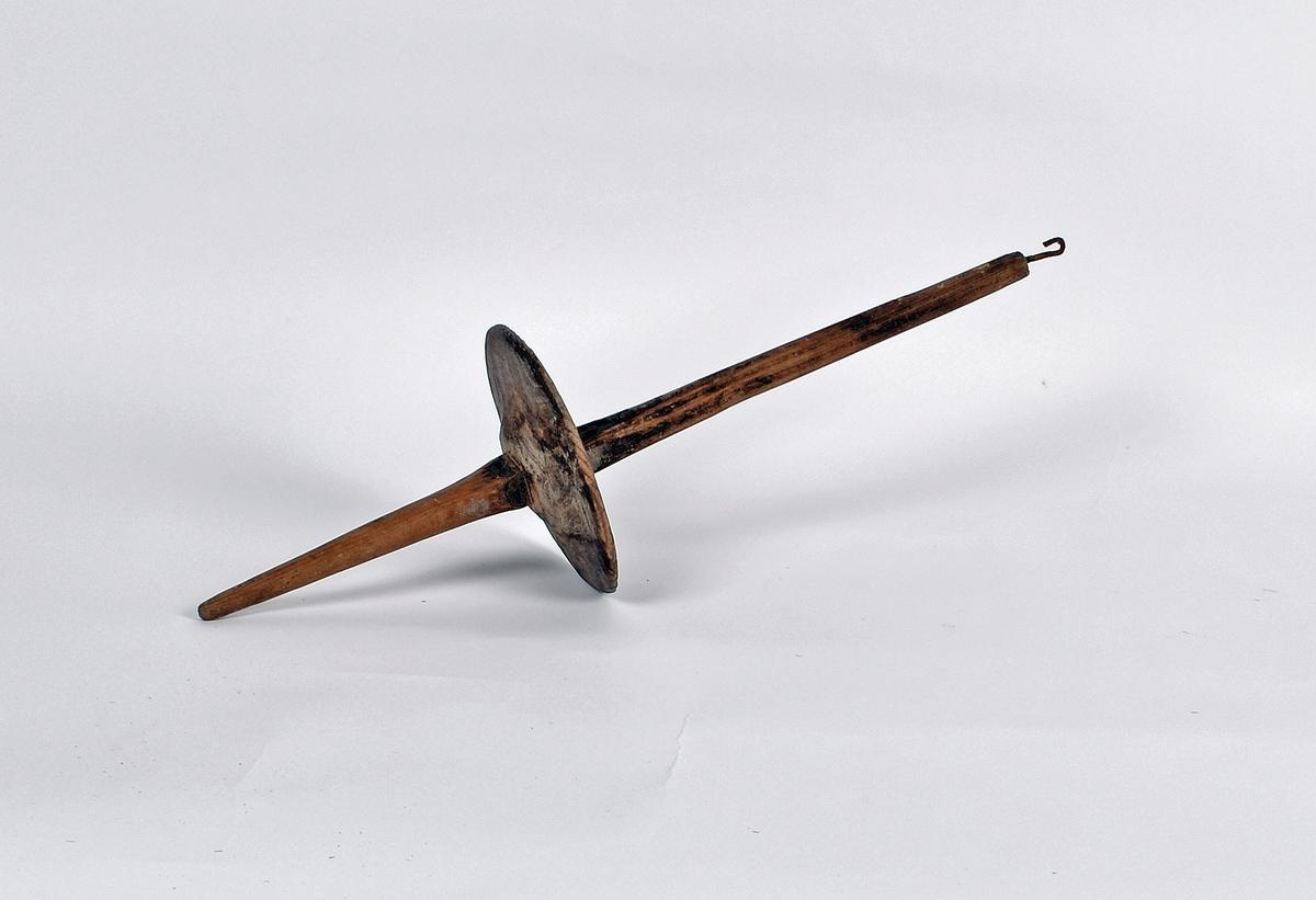 Kraftig håndtein som har vært brukt til å spinne tagl og bust.