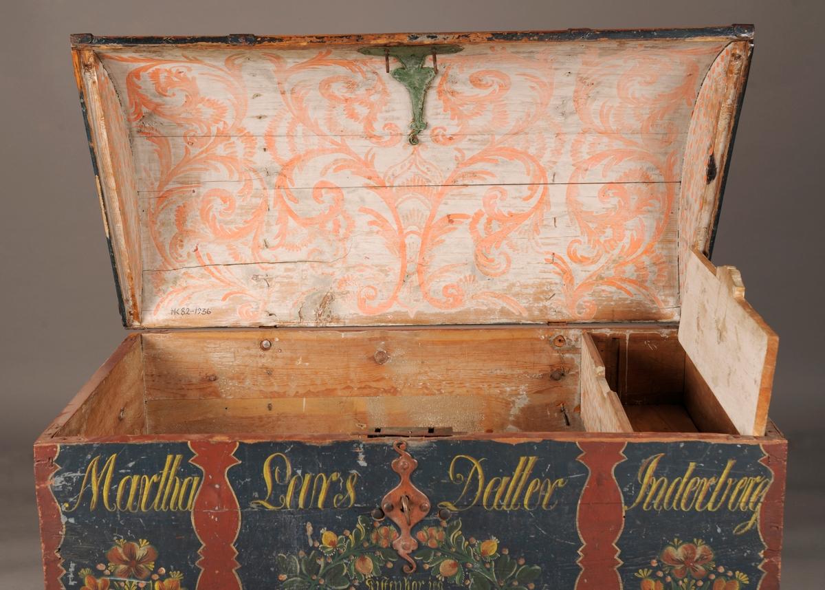 Rosemalt kiste, buet lokk, med leddik.
