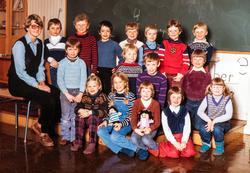Skoleklasse, klassebilde. 1. klasse på Kjeverud skole høsten