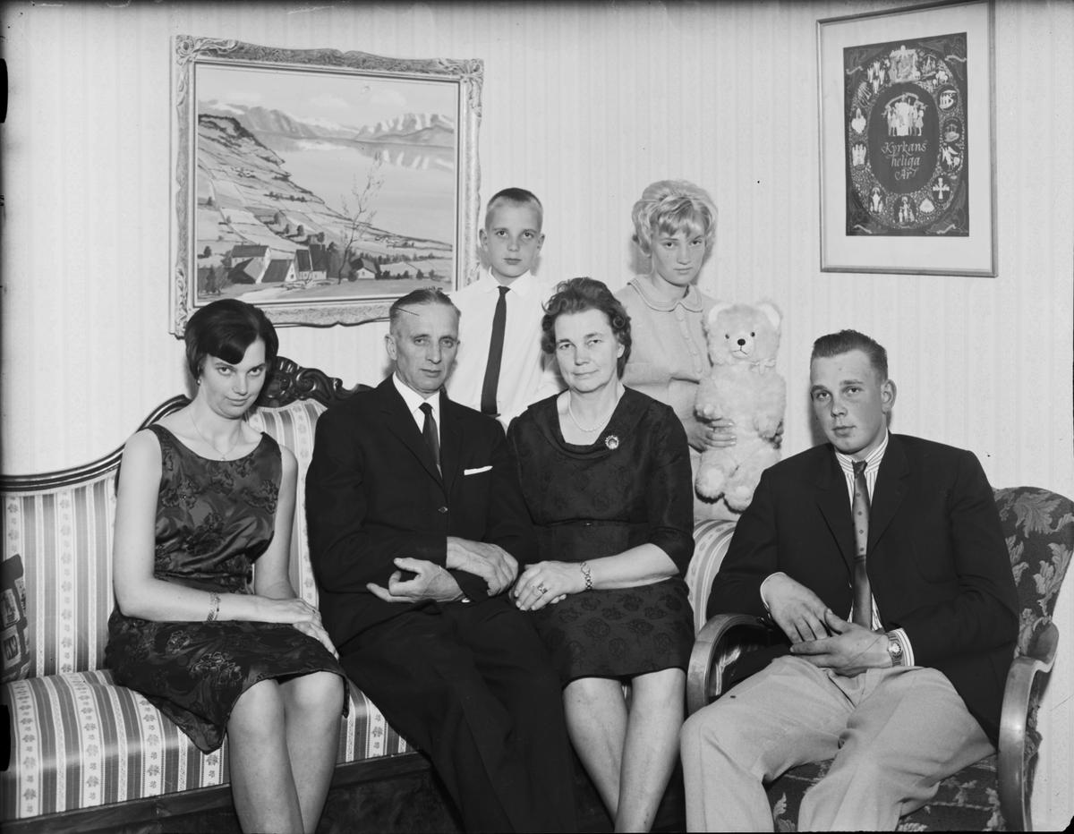 Familjeporträtt i hemmiljö, Östhammar, Uppland