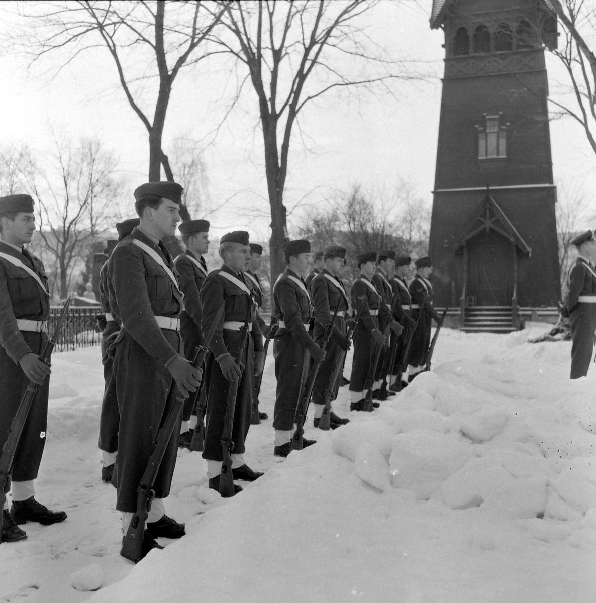 Flyfenrik Arnfinn Skjøstads begravelse