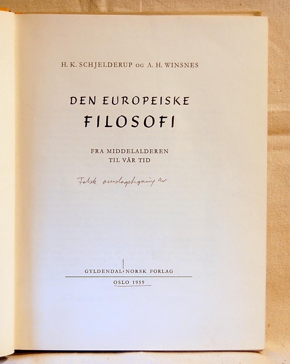 På bokens forside et motiv med geometriske figurer og en konkylie