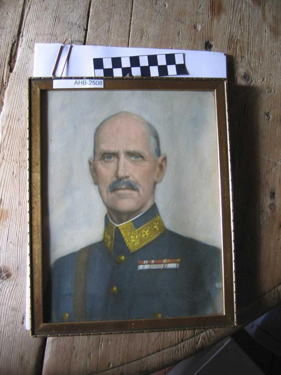 Kongebilde Haakon VII. I glass og  enkel forgylt ramme. Fargetrykk.