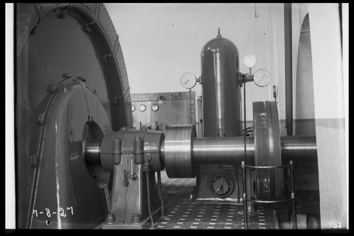 Arendal Fossekompani i begynnelsen av 1900-tallet CD merket 0470, Bilde: 51 Sted: Flaten Beskrivelse: Generator m/turbinregulator