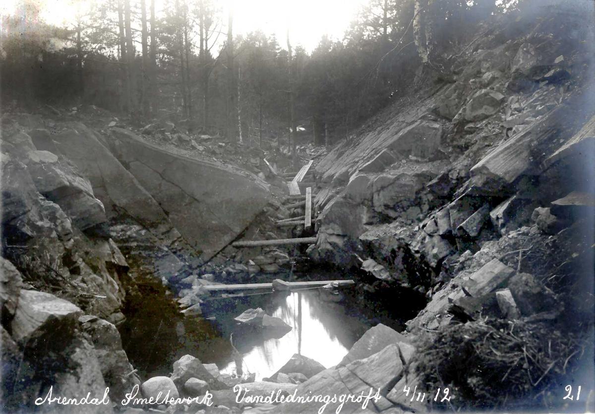 """""""04/11-1912"""" Nitriden. Bygging av vannledningsgrøft."""