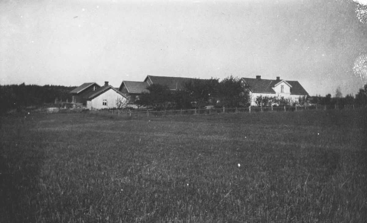 Gården Rustad i Skotbu (Ski kom.)