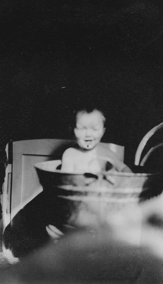 Barn i badebalje.
