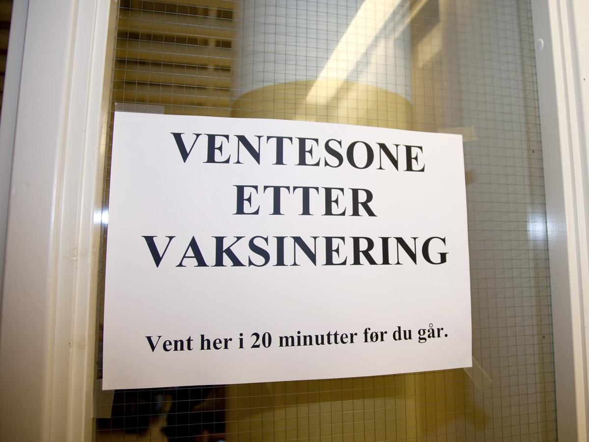 Svineinfluensa. Vaksinasjon mot svineinfluensa på Skedsmo Rådhus den 20.11.09.  Vaksinasjonsområde. Skilt på på venterom etter vaksineringen.