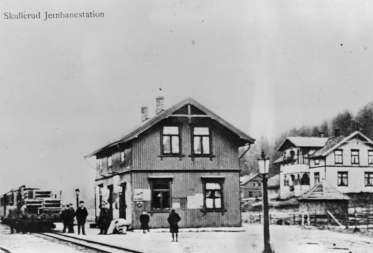 Skulerud stasjon. Skulerud hotell i bakgrunnen.
