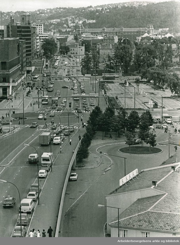 Rådhusgaten, Rådhusplassen og deler av Vestbaneområdet sett fra Dronning Mauds gate og Vika..Foto Terje Pedersen..Arbeiderbladet 10. August 1979.