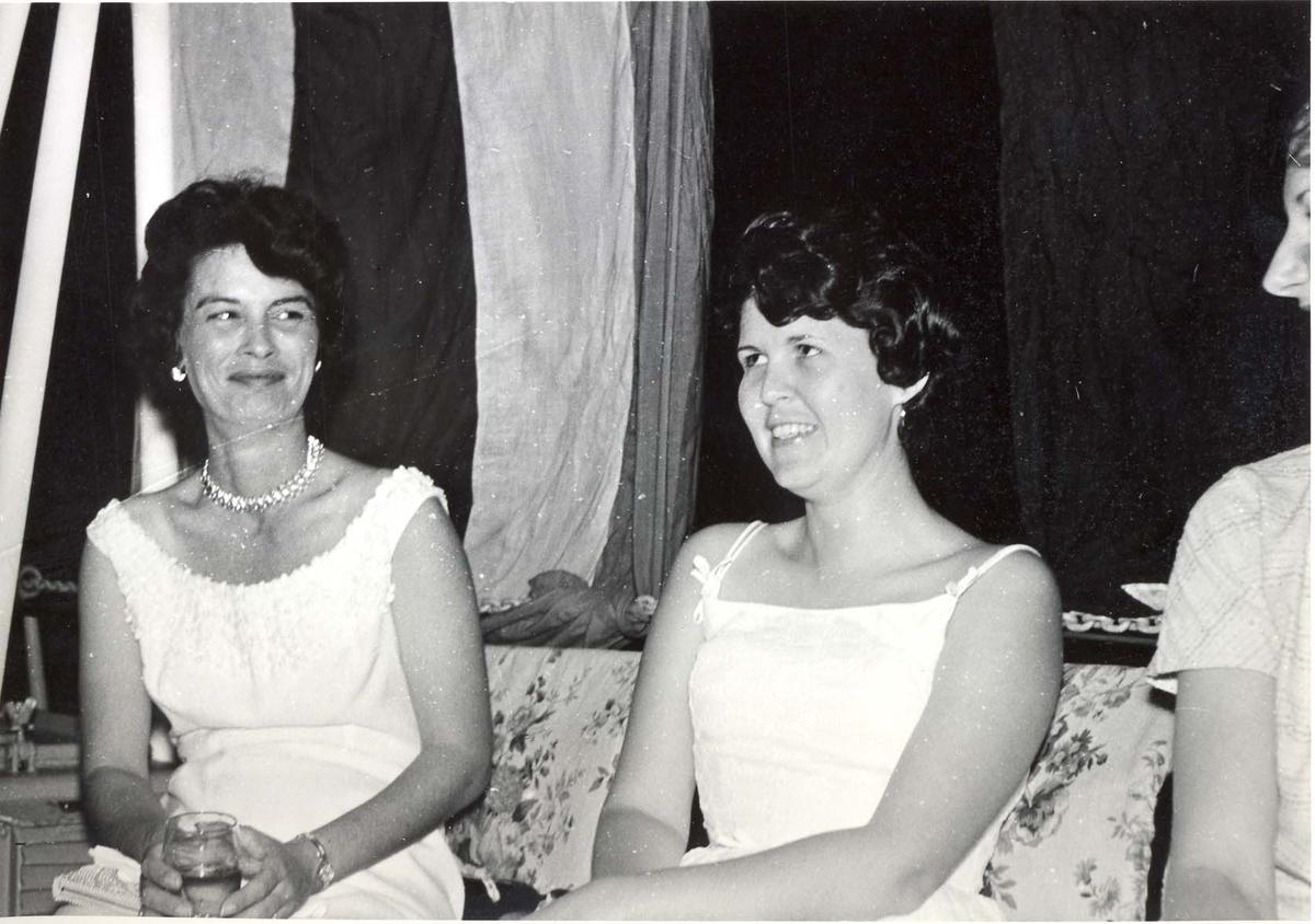 Enkeltbilde. C-kl jager, KNM Bergens tokt til Key West i 1962. partydamer på besøk.