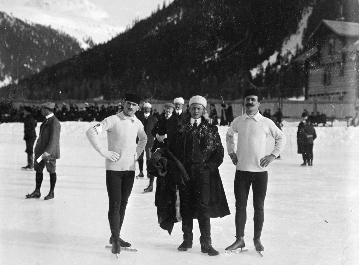 Skøyteløpere i Davos. T. v. Oscar Mathisen, D. Konning, Holland og Sigurd Mathisen 1907.  Oscar Wilhelm Mathisen (født 4. oktober 1888, død 10. april 1954) var en norsk skøyteløper som representerte Kristiania Skøiteklubb.