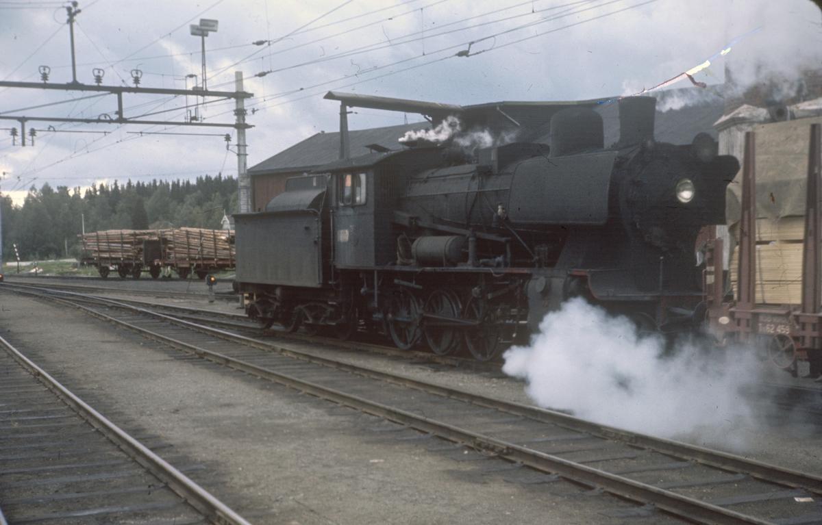 Damplok 24b 264 på Eina stasjon