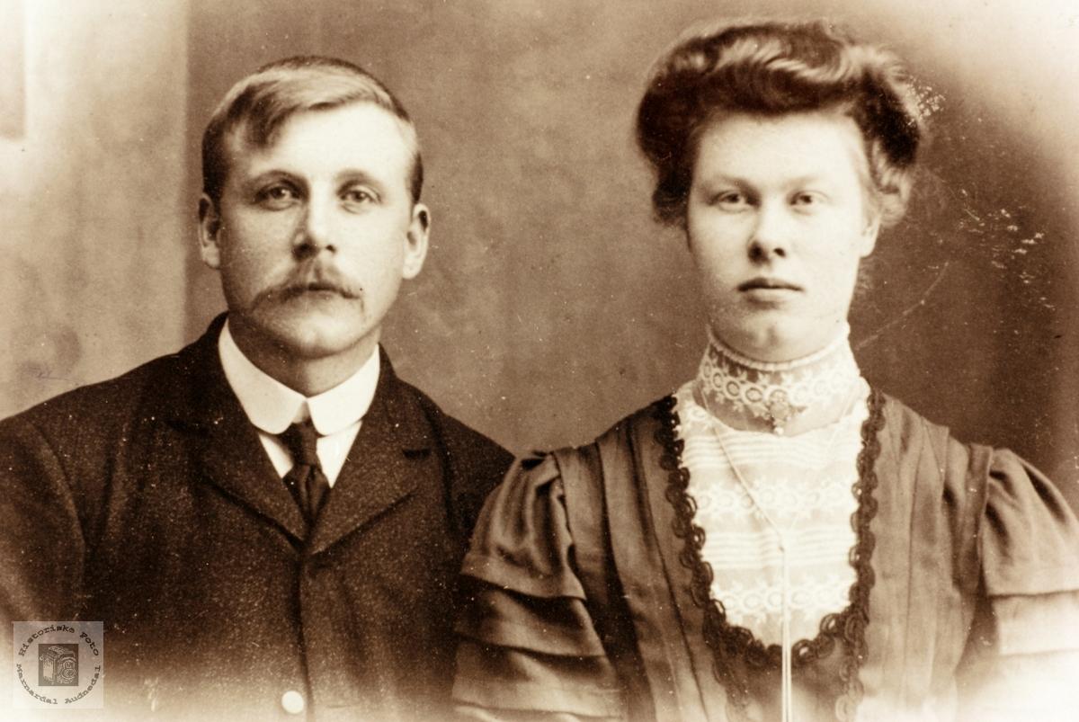 Portrett av ekteparet Ole Kristoffer og Ingeborg Føreland. Kvinesdal Audnedal.