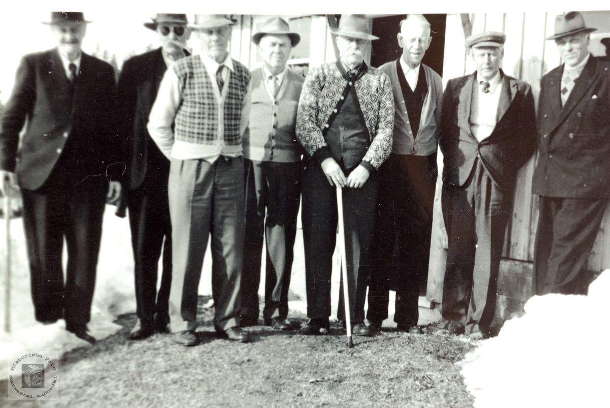 80 åring sammen med eldste sønn og kammerater. Grindheim Audnedal.