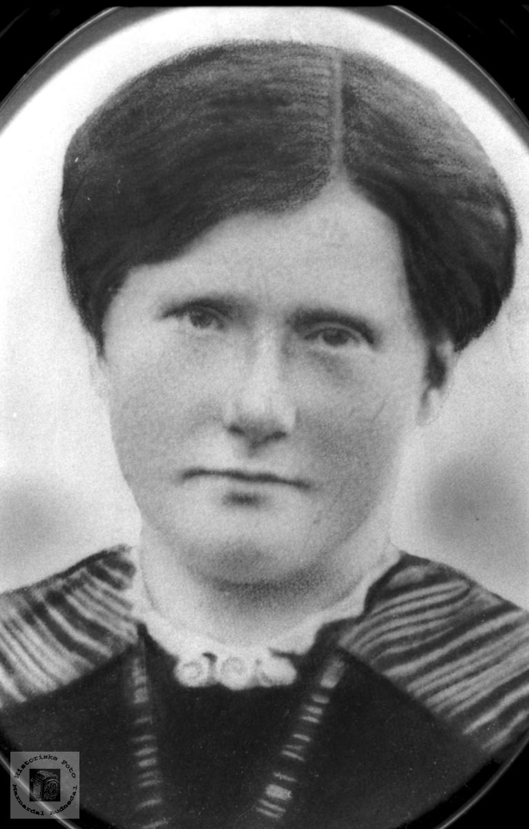 Portrett av Berta Mjunåsen, Laudal.