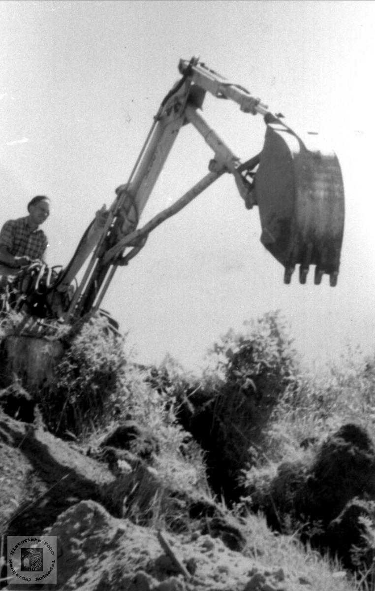 Første gravemaskin i Øyslebø